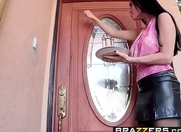 Brazzers - Maw Got Knockers - Vanilla Deville and Bruce Venture -  Moms 'lite