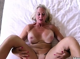 Cock hungry Cougar likes Indestructible Anal Fucking